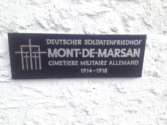 Plaque à l'entrée du cimetière allemand de Mont-de-Marsan. © Radio France - Hajera Mohammad