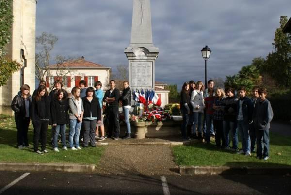 11 novembre 2010: des élèves mobilisés à Mugron.