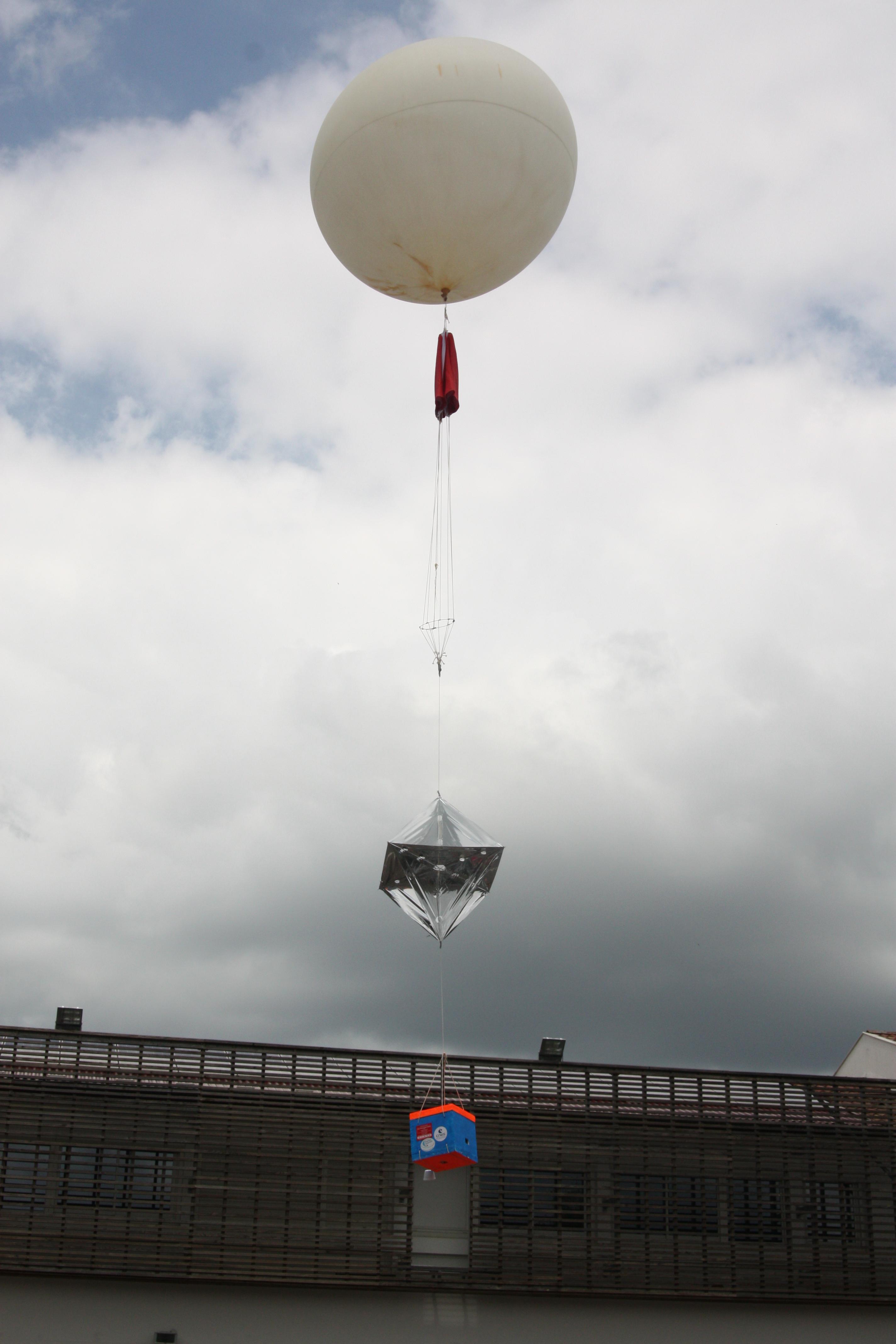 «Adishatz Là Haut !» – le Ballon-sonde des 3°A a décollé